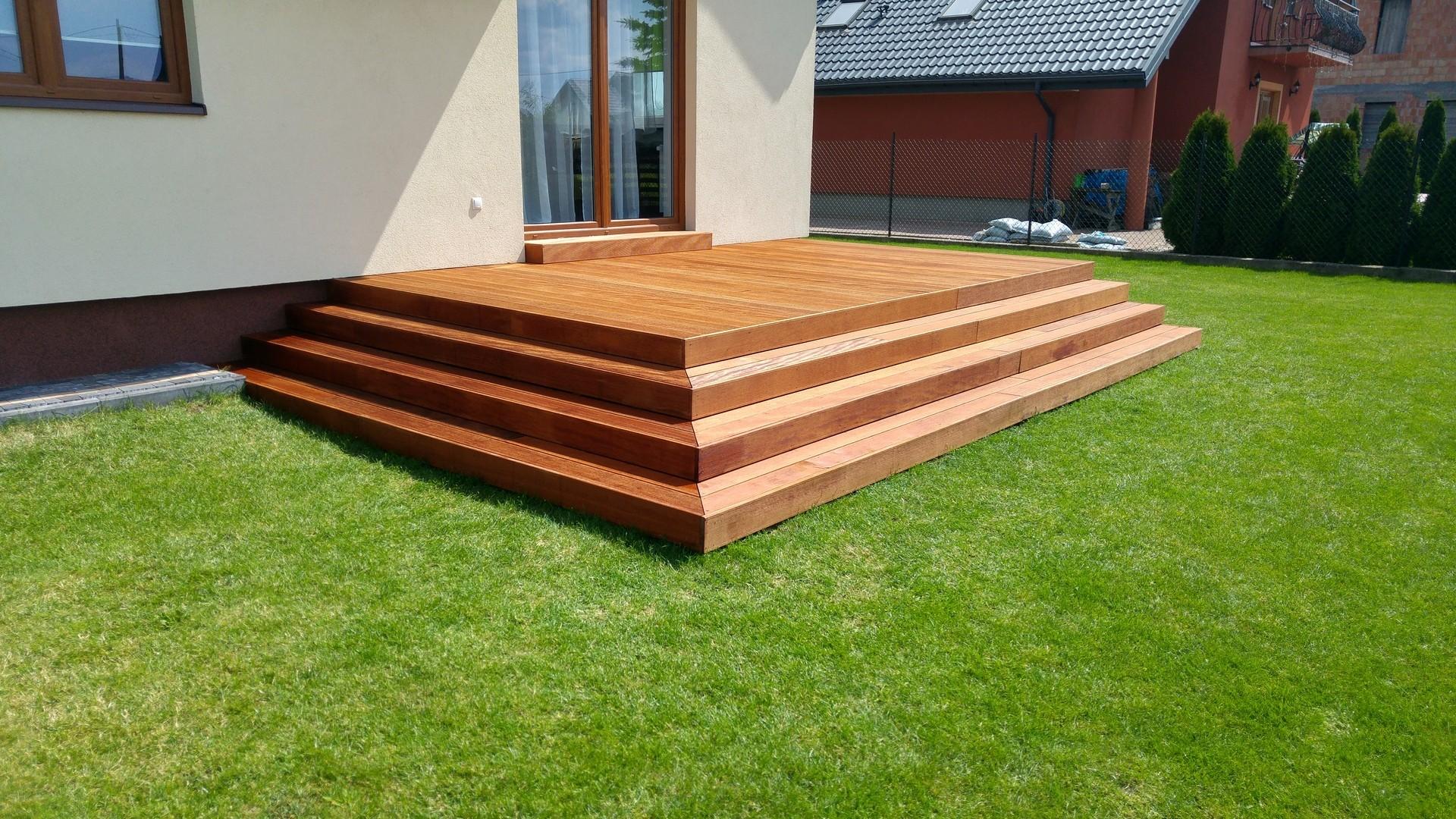 Budowa Tarasu Drewnianego Na Słupach Betonowych Z Drewna